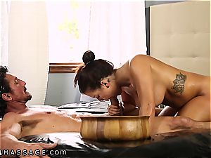 big boobed Keisha Grey knows how to treat 2 pricks at a time