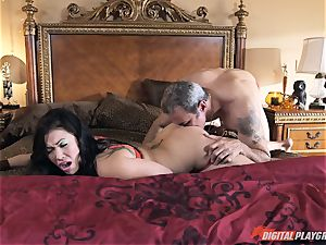 London Keyes banged in her appetizing pussy pudding by the anchor stud