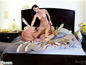Veronica Avluv and India Summer - My dear spouse, you want to try my friend's cunt