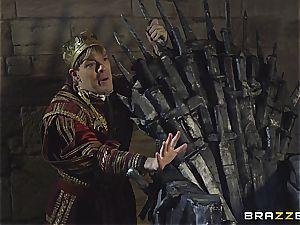 Daenerys Targaryen gets pulverized by Jon Snow on the metal Throne
