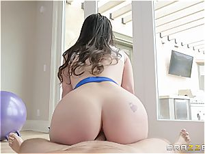 Lana Rhoades gets her culo slammed during a yoga class