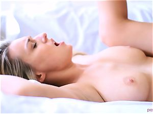 Boxing honey Natalia Starr concludes her workout in a different way