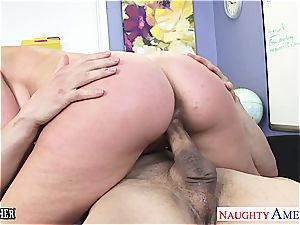 Veronica Avluv super-naughty for trunk after chatting about bang-out