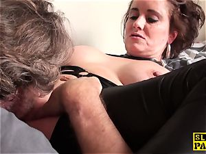 muff munched british mature fingers her coochie